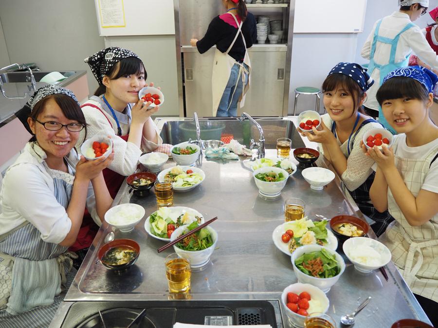 今日の魅力アップ講座は調理実習!