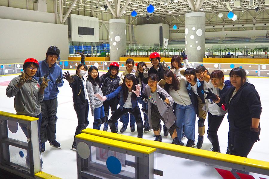 アイススケートに挑戦しました!!