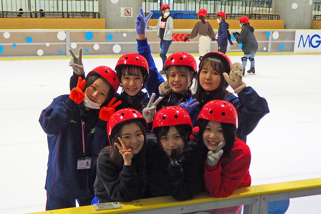 おっかなびっくり!スケート体験